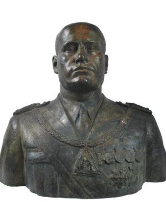 Busto di Benito Mussolini in uniforme