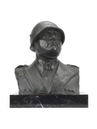 Busto del Duce elmato